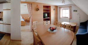 Wohnbereich mit Küche am Bröcklhof